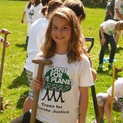 PFTP Botschafter für Klimagerechtigkeit pflanzen Bäumen