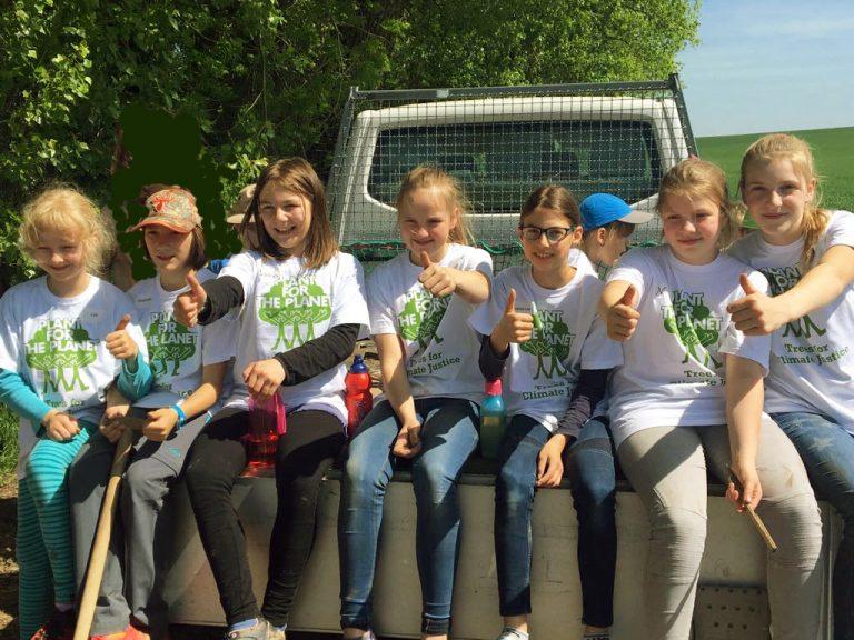 Kinder Pflanzen 70 Bäume In Erfurt Umwelt Aktionstag Ein Voller